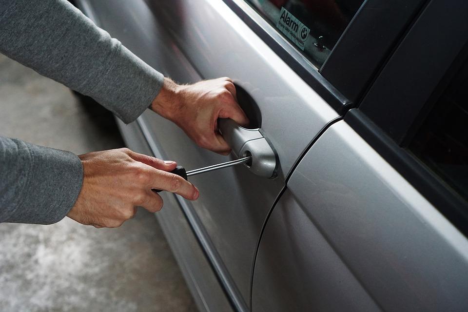 ¿Sabes qué hacer si se roban tu auto?