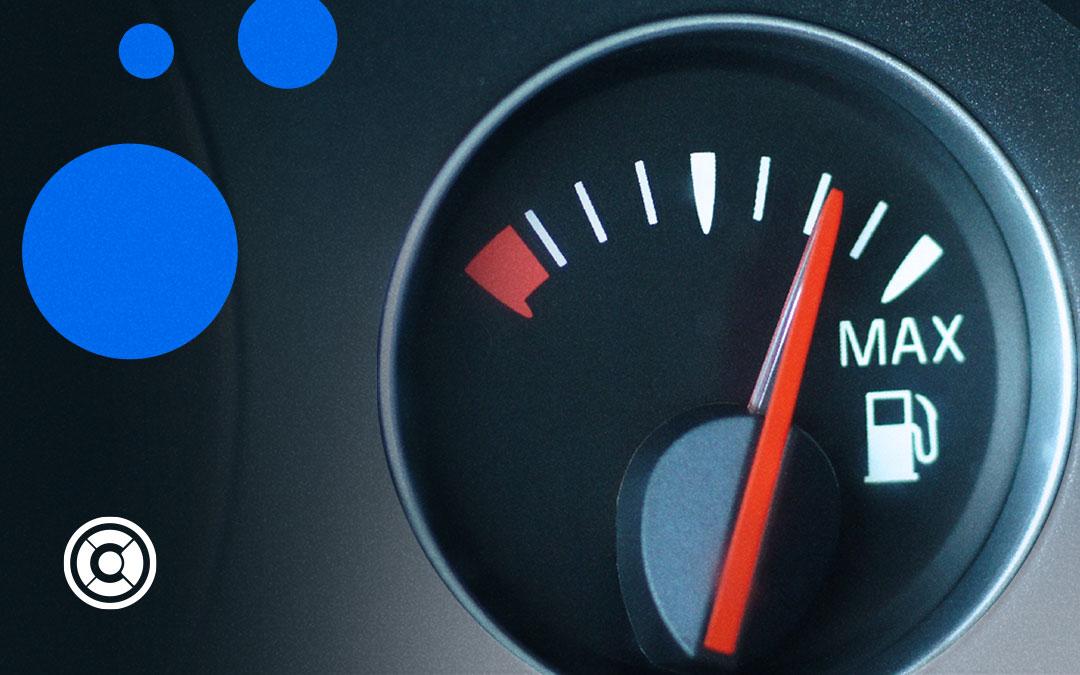 ¿Cómo ahorrar gasolina? 4 consejos y trucos para que te rinda más